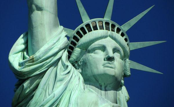 Nueva York anunció que viajeros deberán hacerse pruebas COVID