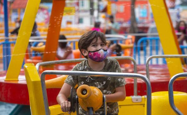 Six Flags y Hurricane Harbor, listos para recibir el verano